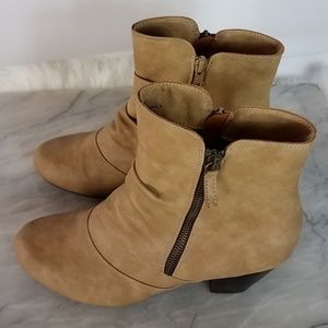 Rialto Booties Tan Double Zipper Sides Heeled 9M